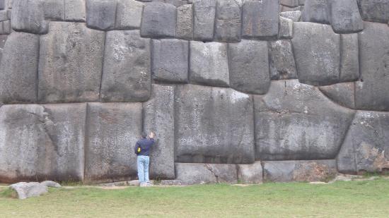 massive-cut-stones-precisely